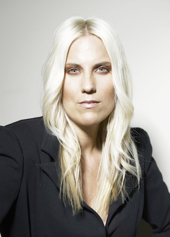 Anika Frauenfrisur lange-blonde Haare Foto 1