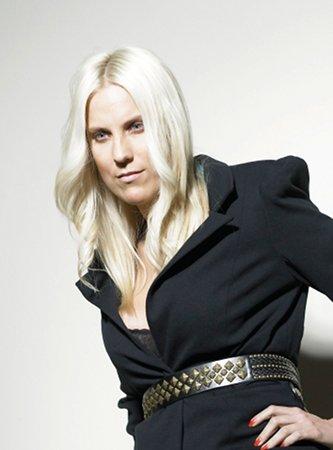 Anika Frauenfrisur lange-blonde Haare Foto 3
