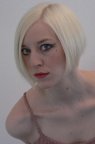 Lena, Frisur: Bob-Pagenkopf Foto 3