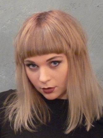 Katrin 5 - Frisur Bowie-Style
