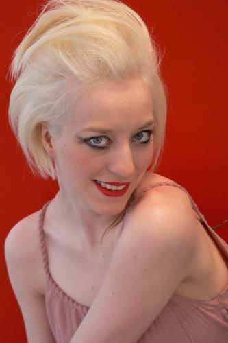 Lena, Frisur: Bob-Pagenkopf Foto 9