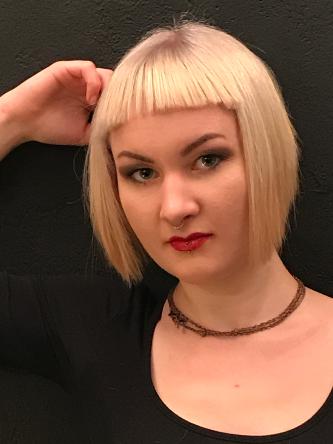 Model Sophie Bild 4 mit einer Box Bob Frisur