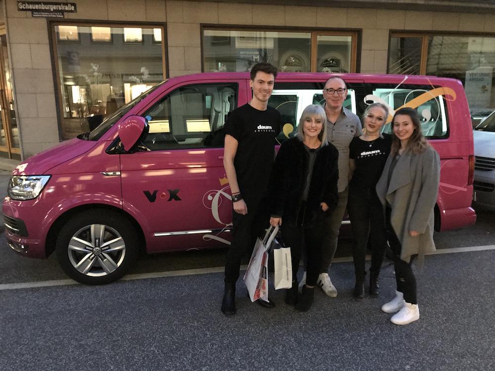 Das Team von Daum Friseure mit der Kandidatin Laura